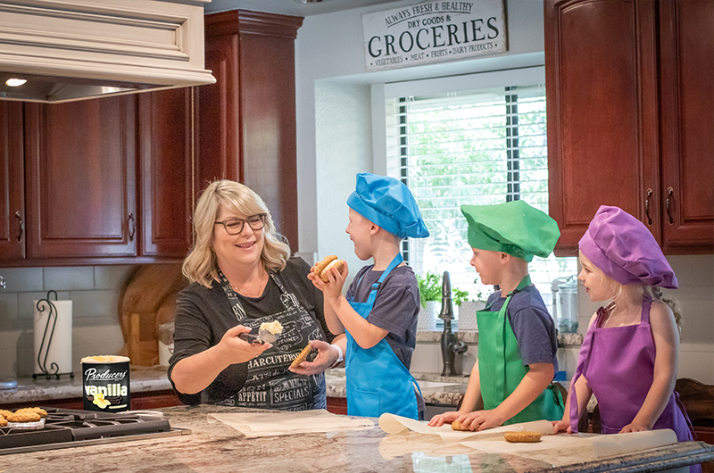 Producers Influencer feeding her grandkids oatmeal ice cream sandwiches with producers vanilla ice cream.